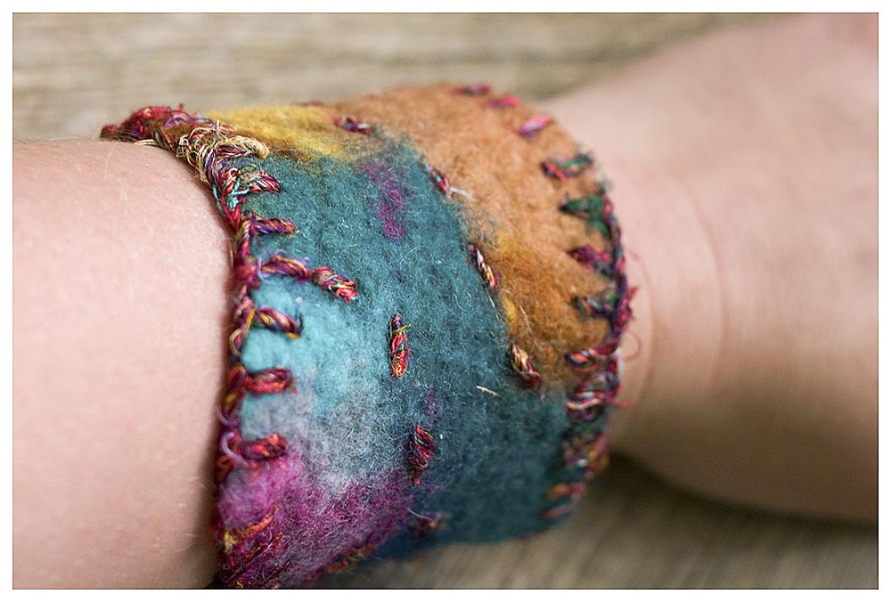 Bracelet with silk yarn