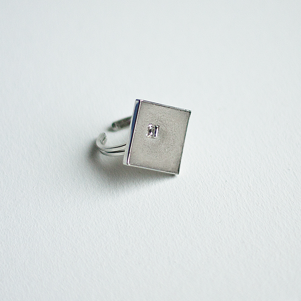 Concrete ring with Swarovski crystal